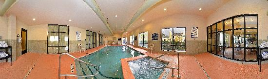 Comfort Suites Gateway: Indoor Heated Pool & Spa
