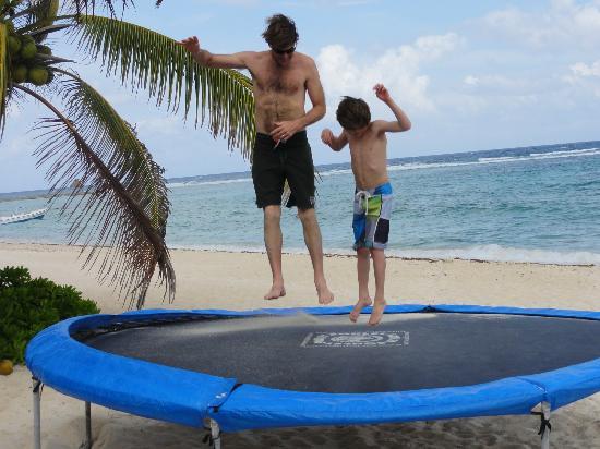 Villas DeRosa Beach Resort: trampoline