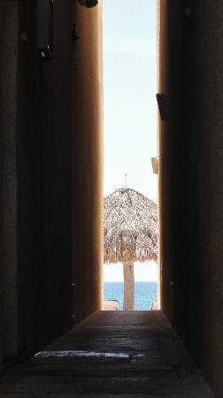 Villas DeRosa Beach Resort: walkway to beach from room