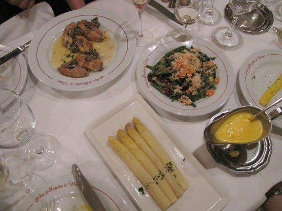Au Moulin a Vent Chez Henri: Frog legs, green beans with crabmeat, and asparagus w/ hollandaise sauce