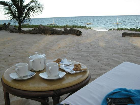 AfroChic Diani: Tea Time am Strand