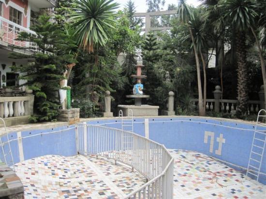 Bata Traditional Restaurant & Bar: La future piscine