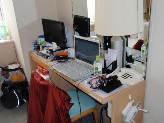 Shinsayama Daiichi Hotel : Desk area