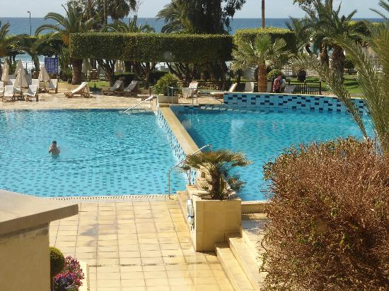 Elias Beach Hotel: Let us swim