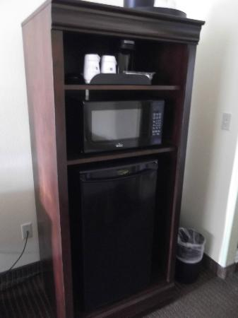 Best Western Rose Garden Inn: Microwave, Coffee Maker & Fridge