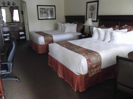 Best Western Rose Garden Inn: 2 Queen Beds