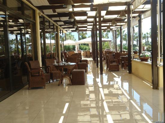 Elias Beach Hotel: Let us have a drink