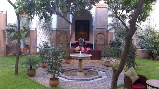 Riad Laaroussa Hotel and Spa: The courtyard