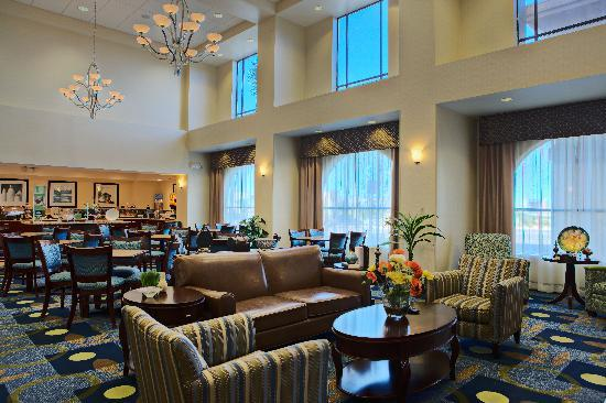 Hampton Inn & Suites Lancaster: Breakfast Area