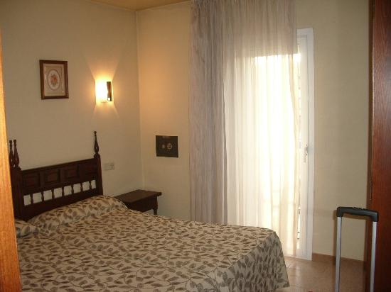 Hotel La Perla: Habitación con salida a balconcito