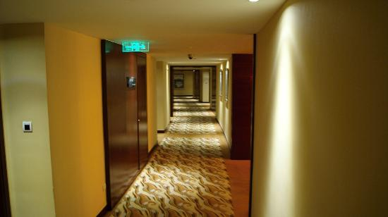 Pullman Beijing South: Down the hallway