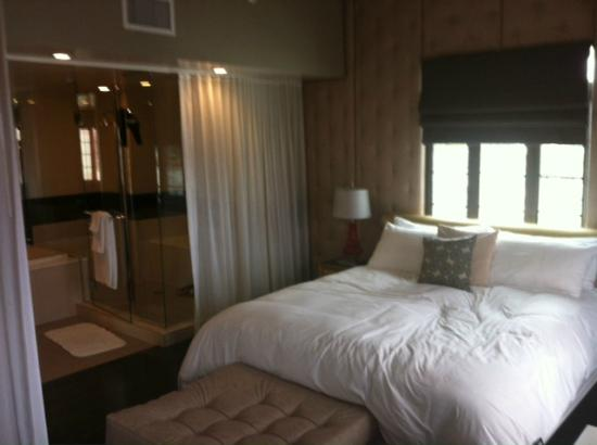 Bedroom and bath picture of padre hotel bakersfield for T and c bedrooms reviews