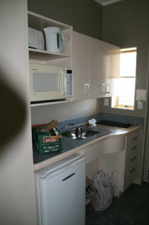 Shoreline Motel Napier: Kitchenette Room 25