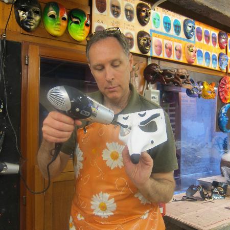 Ca' Macana: Blow-drying the healer mask