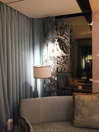 The Ritz-Carlton Shanghai, Pudong: Wrought iron screen