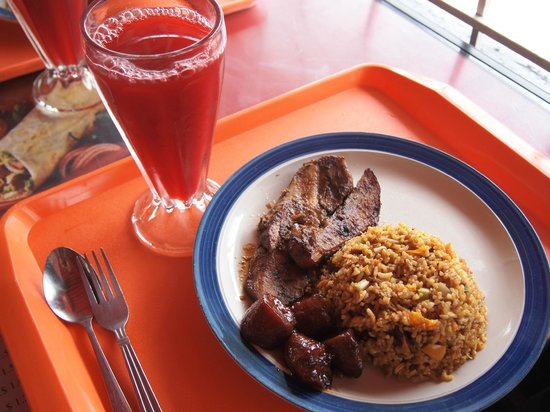 Restaurante Lourdes: Smoked pork, plantains, fried rice, fruit juice