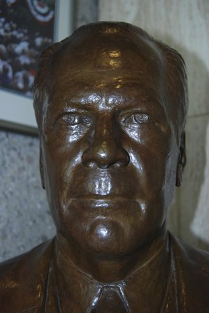 Gerald R. Ford Museum: Bronze President Ford