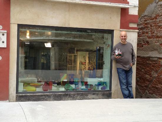 Artigianato d'Arte di Vianello Mauro: He came running out when he saw me taking a picture of his window...so cute!