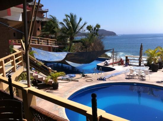 Hotel Irma: arreglando piscina en medio de las vacaciones
