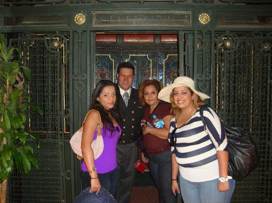 Gran Hotel Ciudad de Mexico: mi familia con el sr. salvador cabrera