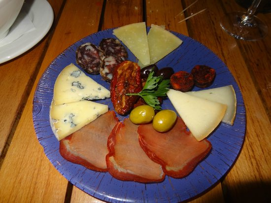 Mixed Platter 13% with cheese, sausages & dried tomatoes