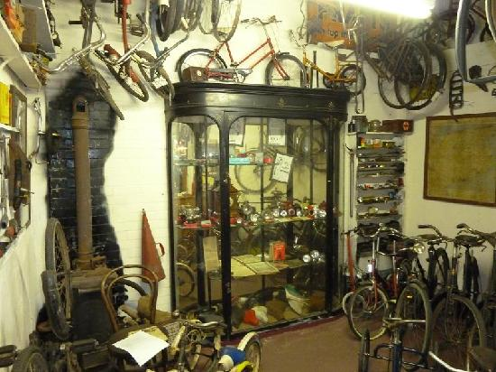 Dover Transport Museum : The Cycle shop