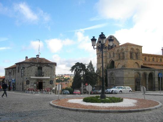 Hotel Las Murallas: L'hotel con il ristorante vicino alla Basilica di S.Vicente