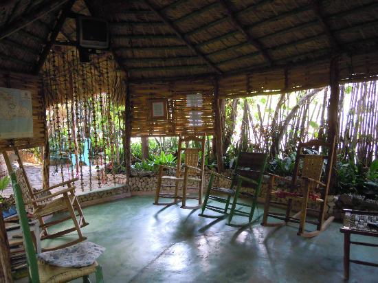 Hostal Doña Chava: giardino relax