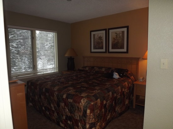 WorldMark Canmore-Banff: master bedroom