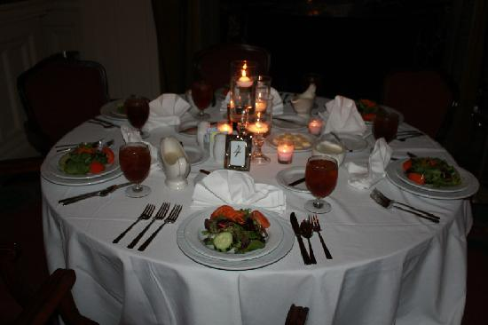 check-in for dinner & ghost tour at the colonial room restaurant