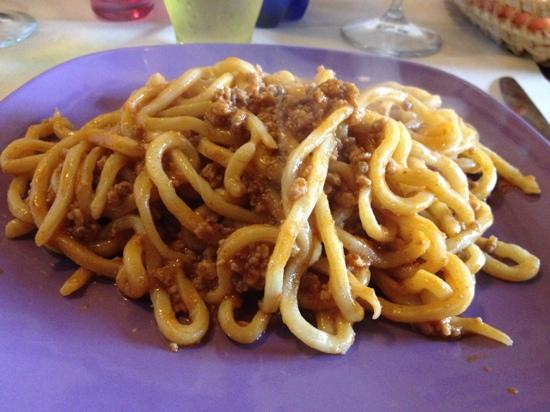 Osteria Dei Ghiotti : pici al ragù di cinta senese
