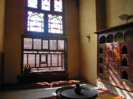 Bayt Al-Suhaymi: screens and filtered light everywhere