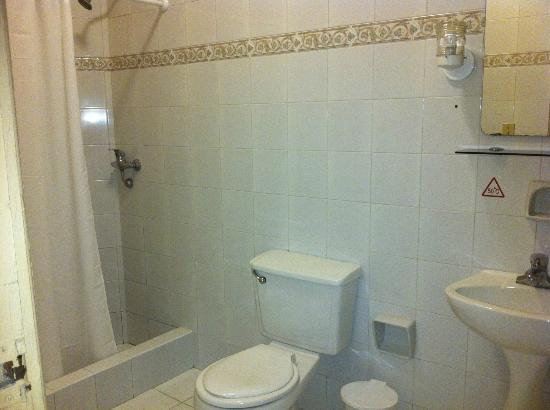 Islazul Hotel Plaza: Bathroom
