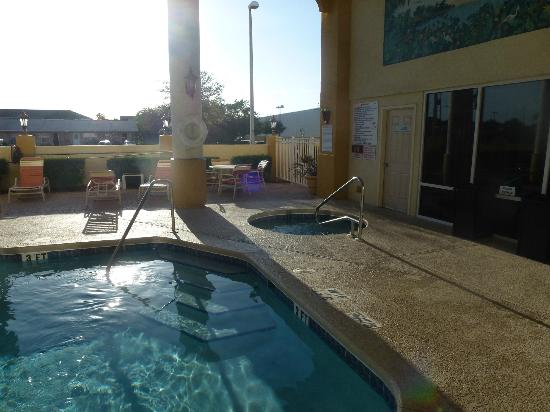 Holiday Inn Express Cocoa Beach: Pool Area2