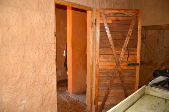 Trois Estate at Enchanted Rock: Bathroom Entry