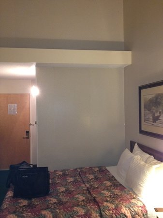 Fireside Inn & Suites: almost as good as a cheap motel!!!