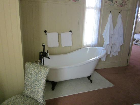 Batcheller Mansion Inn: The Soaking Tub