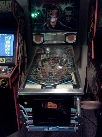 BEST WESTERN PLUS Executive Court Inn & Conference Center: Pinball Machine