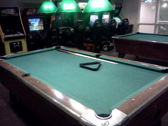 Best Western Plus Executive Court Inn & Conference Center : Pool Table(broken)