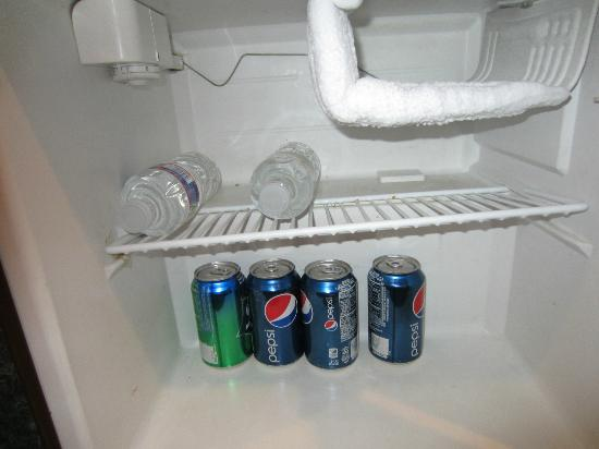 Inn of the Dove - Bensalem : Refrigerator with complimentary drinks