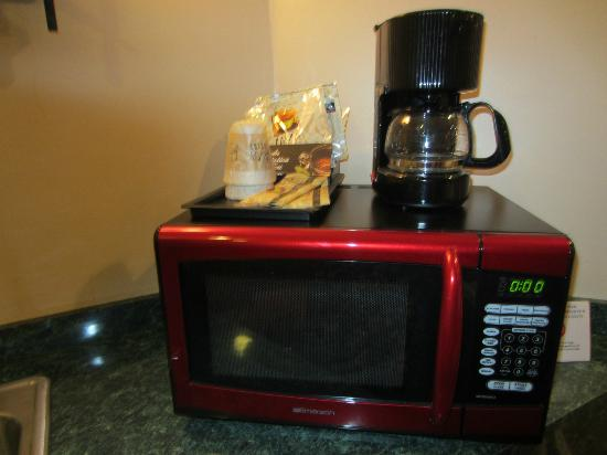 Inn of the Dove - Bensalem: Microwave with complimentary coffee - did not try.