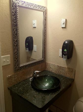 Lava Hot Springs KOA: bathroom sink