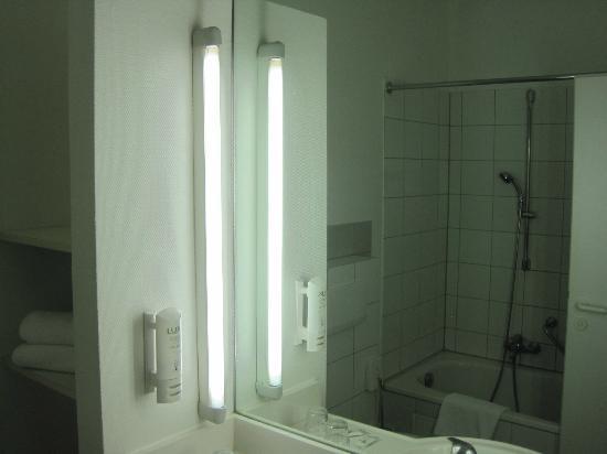 Arcadia Hotel Heidelberg: 部屋の洗面所です