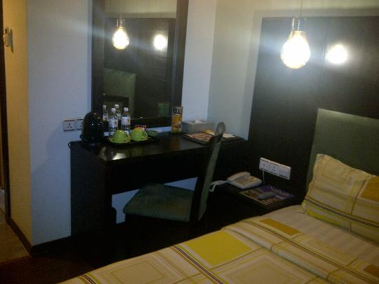 2 Inn 1 Boutique Hotel & Spa: Dressing Table