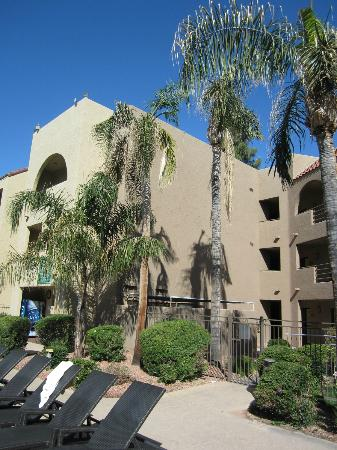 Embassy Suites by Hilton Hotel Phoenix - Tempe: Hotel Grounds