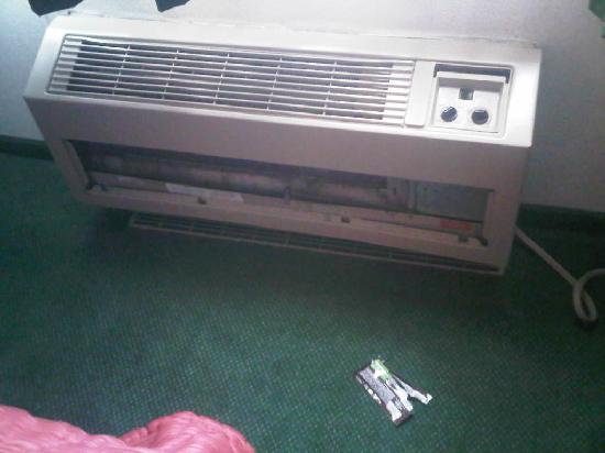 Quality Inn Northtown: Here is how our heater welcomed us