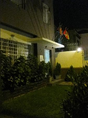 Casa Wayra Bed & Breakfast Miraflores: At night