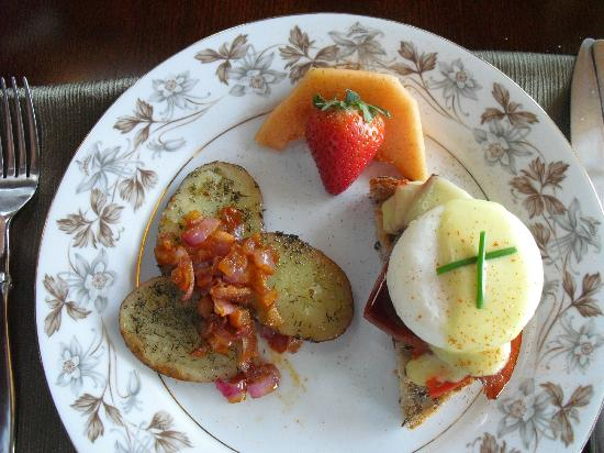 The Chalet of Canandaigua: egg benedict Chalet style