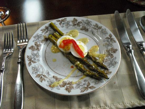 ‪‪The Chalet of Canandaigua‬: asparagus with dill lemon sauce‬