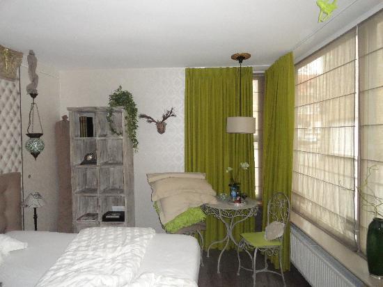 B&B Con Ampere: The Green Room